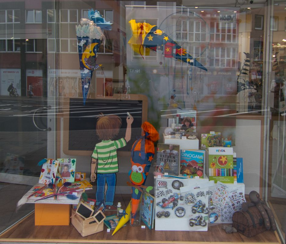 Juni schaufenster hobbymade d sseldorf hobbymade for Laden schaufenster