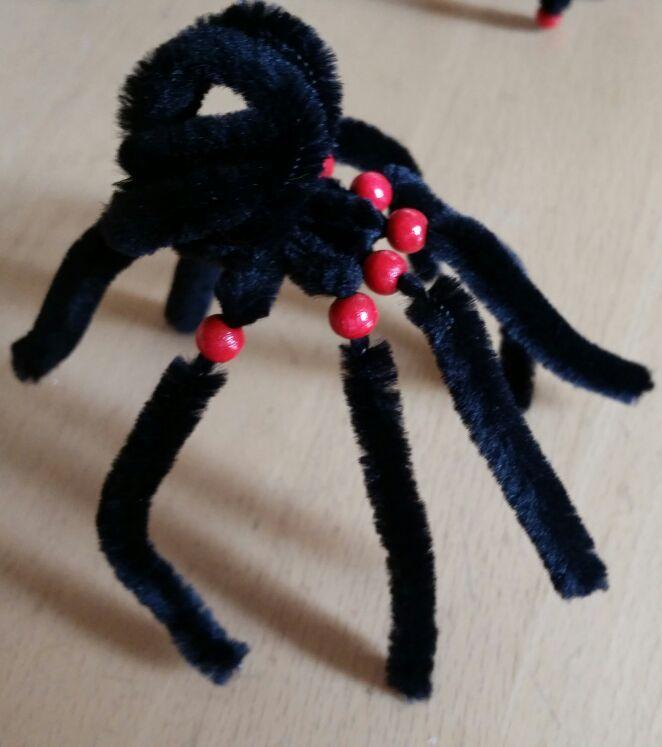 Diy Gruselige Spinne Aus Pfeifenputzern Hobbymade Bastelbedarf